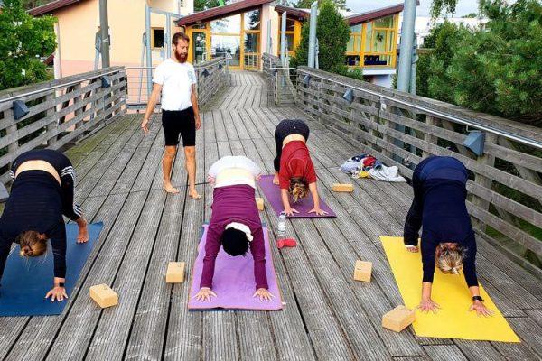yoga-im-haus-des-gastes-in-baabe-auf-ruegen