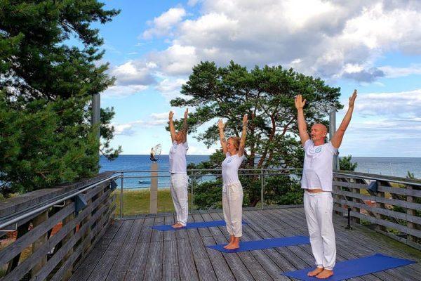 yoga-sonnenterasse-haus-des-gastes-baabe-ruegen