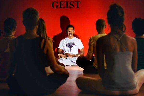 yogameister-aus-sri-lanka-zu-besuch-auf-ruegen